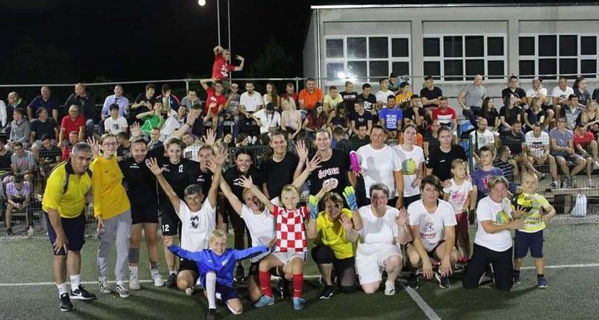 Završen ovogodišnji noćni malonogometni turnir u Slunju, pobjedu odnijela ekipa Bota Lunge Bar end Rupa