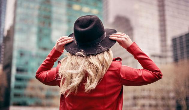 Žene, nabacite na sebe crvenu boju - istraživanje je pokazalo da će muškarcima vjerojatno biti privlačnije žene u crvenoj boji, nego recimo plavoj. Ima istine o ženi u crvenom...