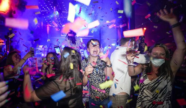 Party u V. Britaniji nakon ukidanja mjera