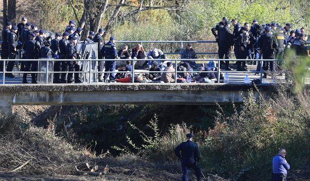 Policija, migranti, grancica