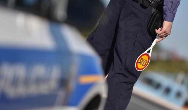 policija policajci policajac ilustracija