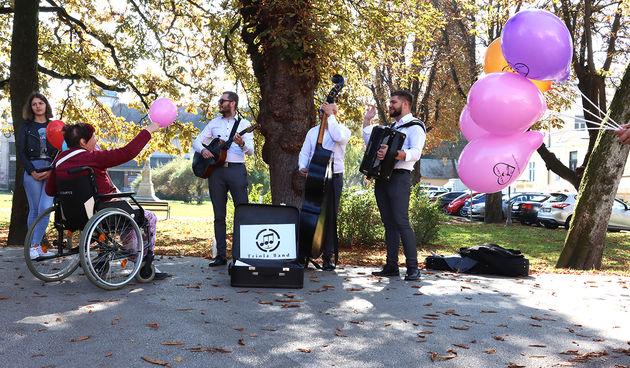 Humanitarno glazbena promenada