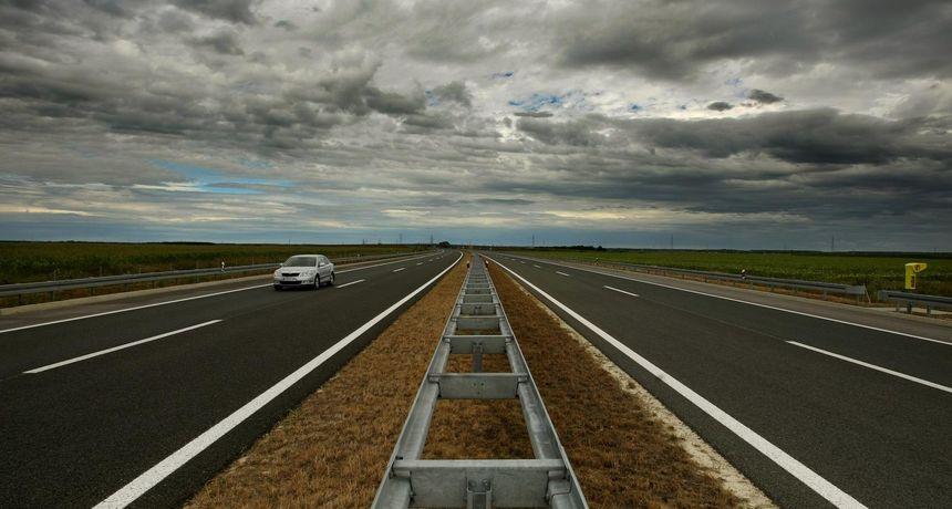 18-godišnjak autocestom vozio u suprotnom smjeru
