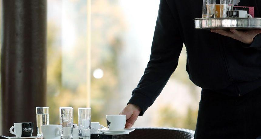 Zadranka ogorčena: Čašu vode naplatili su šest kuna. Odgovor slastičarnice još više razljutio ljude