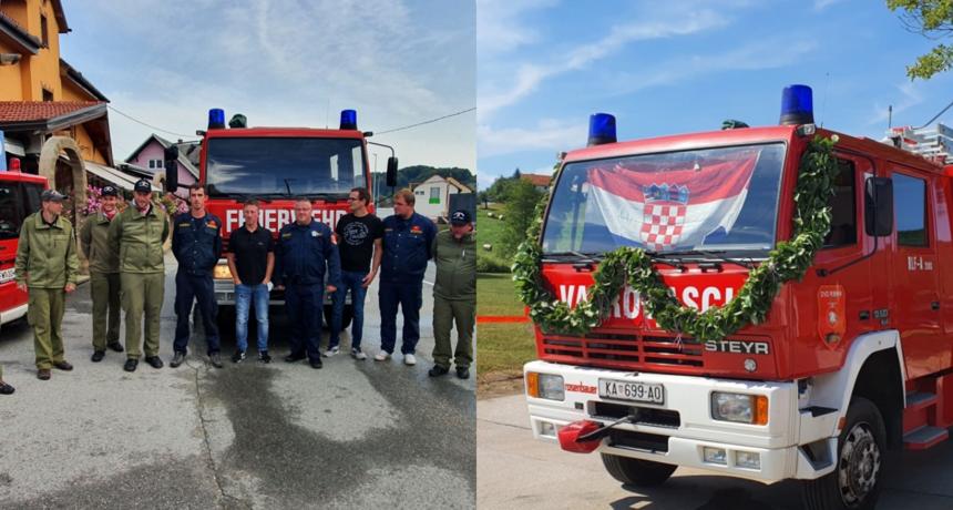 Ribničani dvaput preuzeli isto vatrogasno vozilo - prvo bivši načelnik Car prošle godine, a sada i novi Blažević