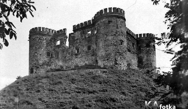 Stari grad Dubovac obnavljan je uz prvi broj lokalnog tjednika - rušili su ga i Talijani da lažiraju junačko osvajanje grada!