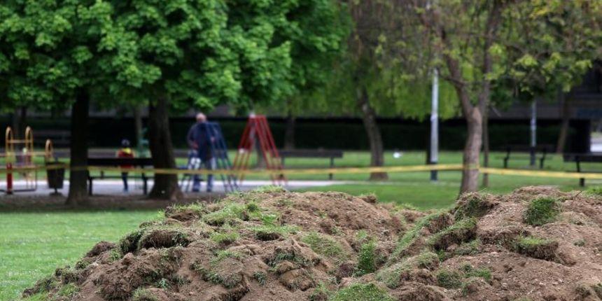Na Savici nova ograda, građani stali pred bagere