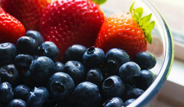 Fitoestrogen je biljna inačica estrogena, a nalazi se u određenim vrstama voća, povrća i sjemenki