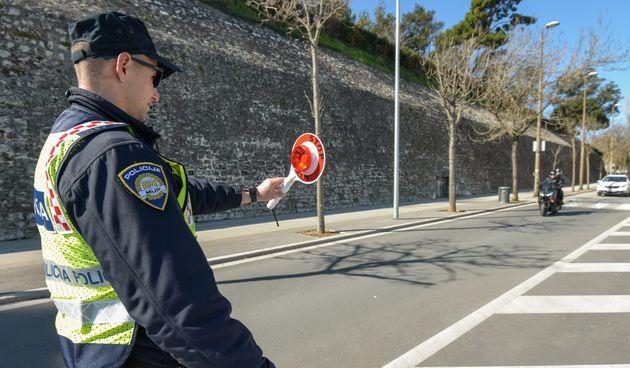 Zadarska policija povodom Dana žena darivala savjesne vozačice
