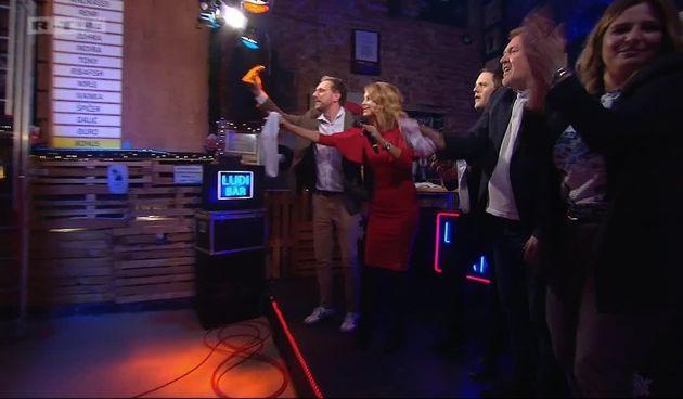 Cijeli 'Ludi bar' skupa pjeva! (thumbnail)