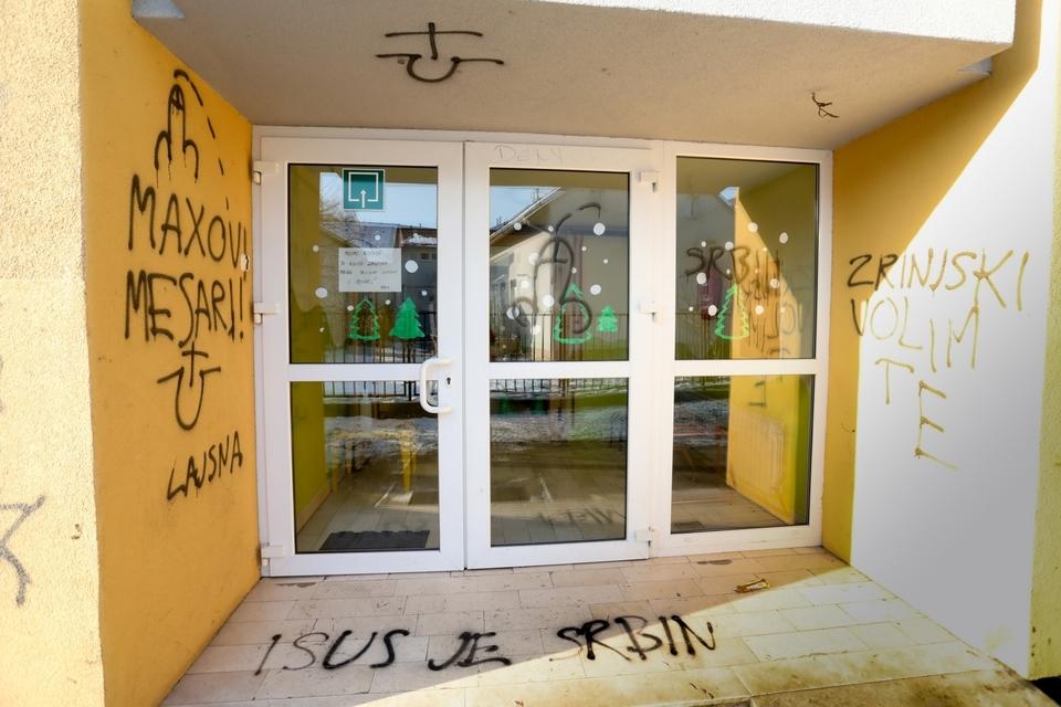 Vandali groznim natpisima išarali zgradu jaslica Ivančica u Osijeku