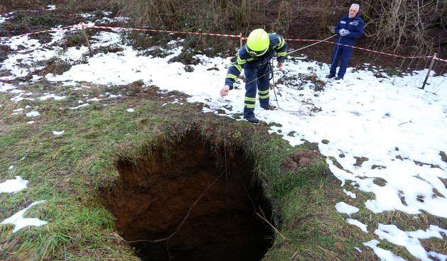 U Bukovlju nastala rupa u zemlji duboka 17 metara - foto Kristina Štedul Fabac/PIXELL