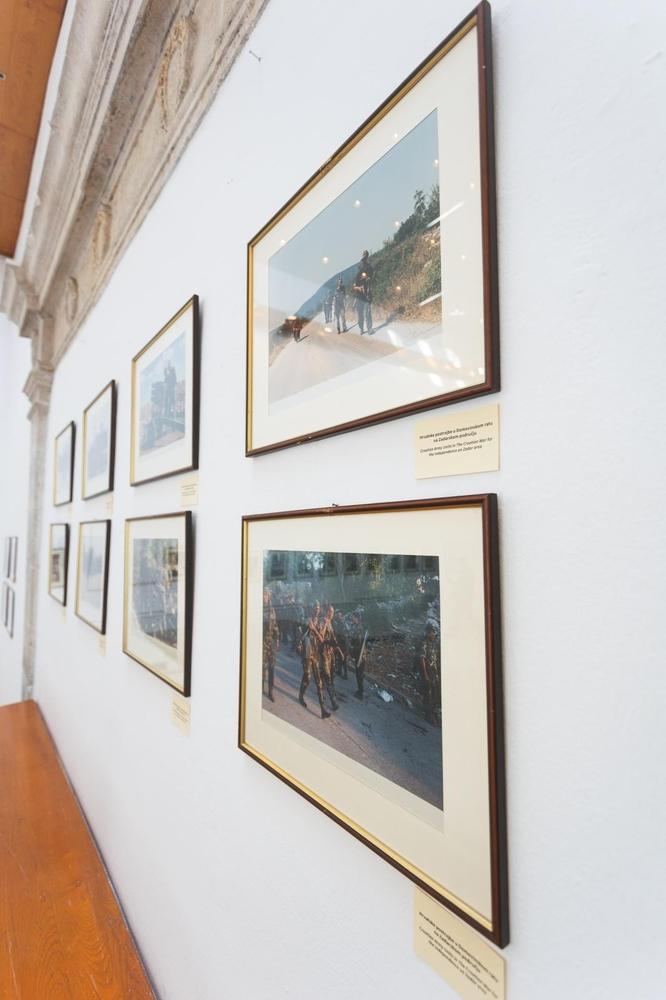"""U Gradskoj loži otvorena izložba o ratnom razaranju Zadra povodom obilježavanja 28. obljetnice """"VRO Maslenica"""""""