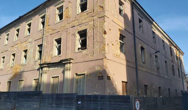 FOTO GALERIJA Oružana u karlovačkoj Zvijezdi nakon potresa dobila crvenu oznaku
