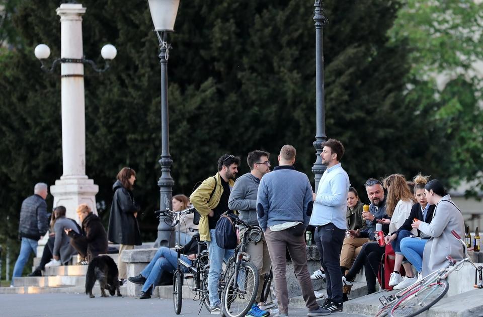 Vedro poslijepodne mnogi su iskoristili za druženje: Evo kako je danas izgledao centar Zagreba