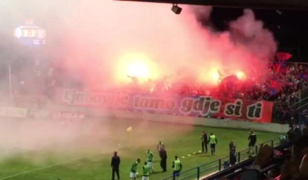 Bakljada Torcide na utakmici Varaždina i Hajduka (thumbnail)