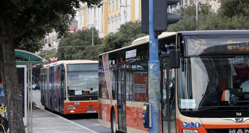 Misterij u Rijeci: Tko reže obloge sjedala u prigradskim autobusima?