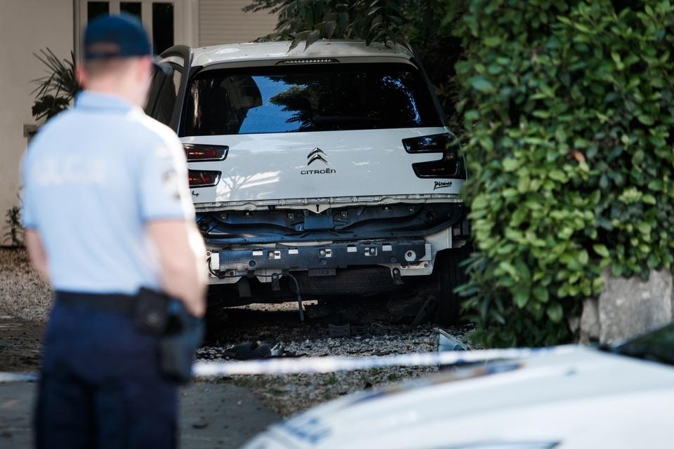 U Splitu eksplozija usred noći: Ispod automobila postavljena bomba. Policija na terenu