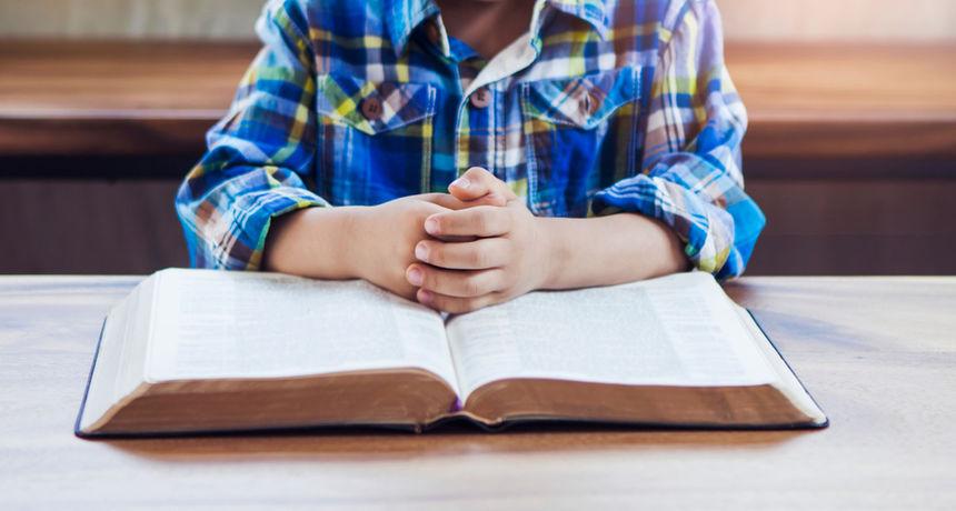 Orbanova konzervativna revolucija u školama: Učenici počinju dan molitvom, u učionicama više raspela...