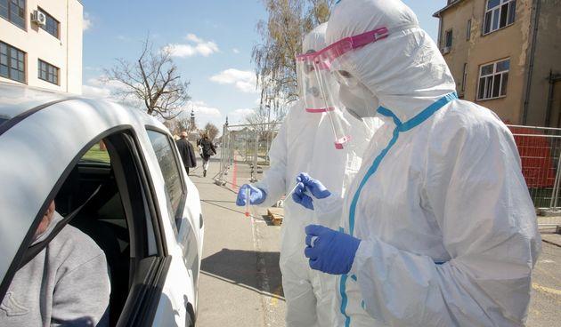 Drive in test na koronu  koronavirus
