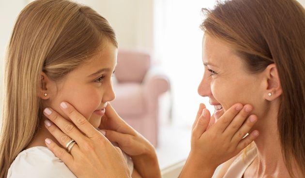 Ako imate kćer, znate da je veza između majke i kćeri jedna od najjačih veza koju dvije osobe mogu podijeliti. Prema znanosti, postoji razlog za to - i sve se svodi na to kako naš mozak procesuira emocije.