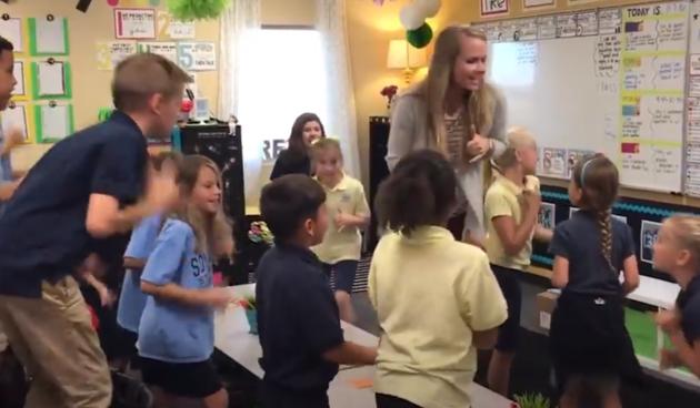 Učiteljica za pet: njezini đaci nastavu počinju plesom