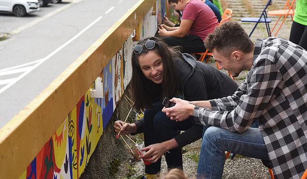 Oslikavanje zida terase ispred Centra za mlade 17.10.2020.