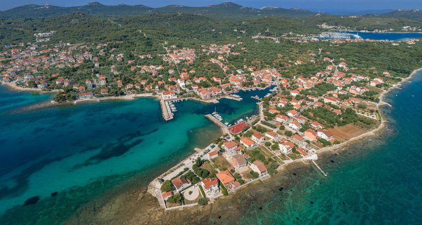 Turistički djelatnici u mirovini poručuju premijeru da proglasi naše otoke covid free zonama i procijepi otočane