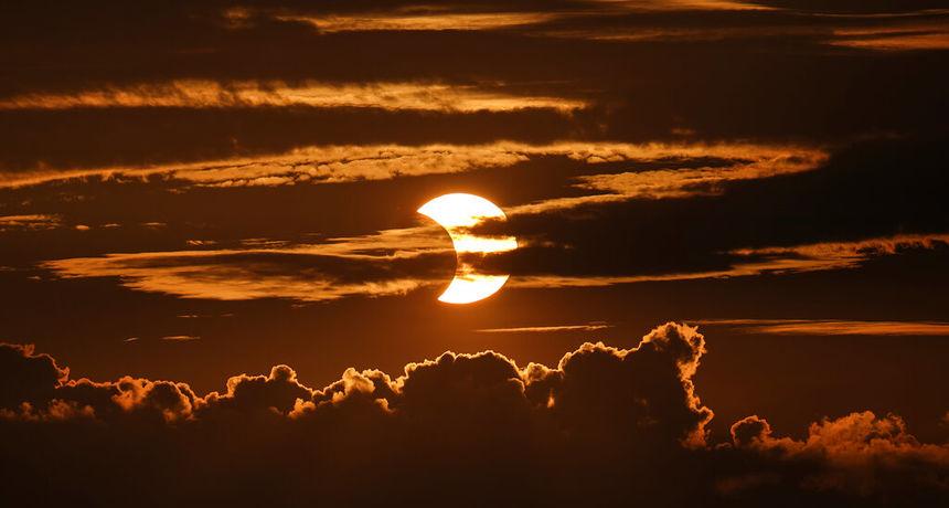 FOTO Pomrčina Sunca i 'vatreni prsten'! Evo kako izgleda kada Mjesec ne prekrije Sunce u potpunosti