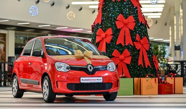 LUMINI CENTAR Dobra vijest za kraj godine: Gospodin Darko dobitnik je novog Renault Twinga