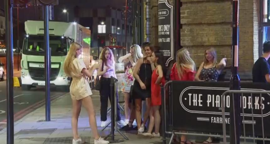 Popusti na hranu, taksi prijevoz - Britanci mladima nude nagrade da se cijepe