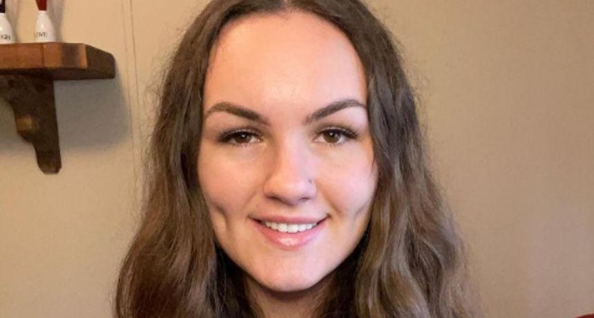 Zbog droge izgubila zube i sada sa svoje 22 godine mora nositi zubalo