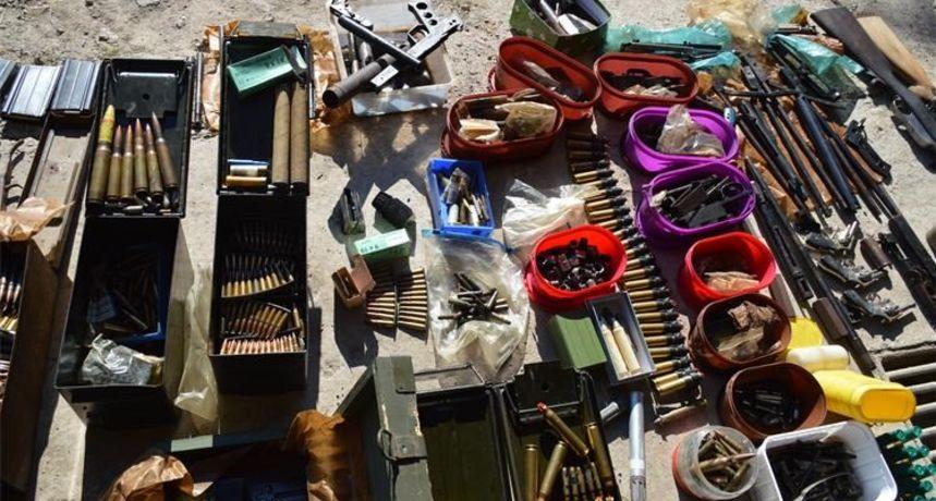 Policija od 26-godišnjaka oduzela pravi mali arsenal oružja