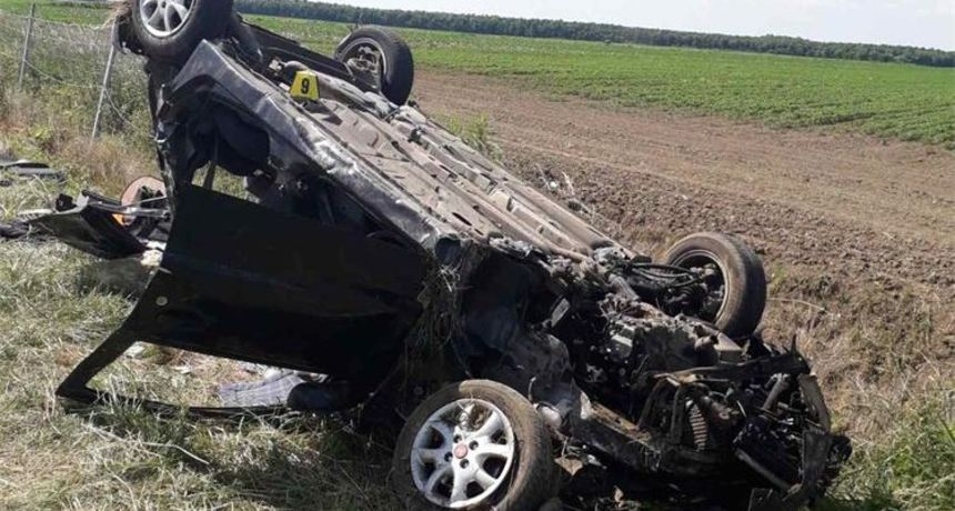 Pukla mu guma na autocesti: Tri osobe teže ozlijeđene