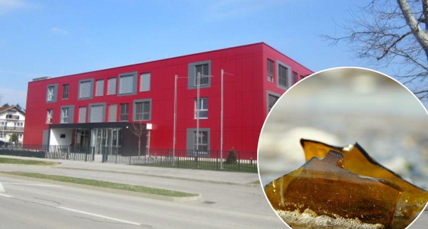 Dvorište Centra 'Tomislav Špoljar' opet devastirano: Učenik porezao prst na staklu, sve je puno opušaka