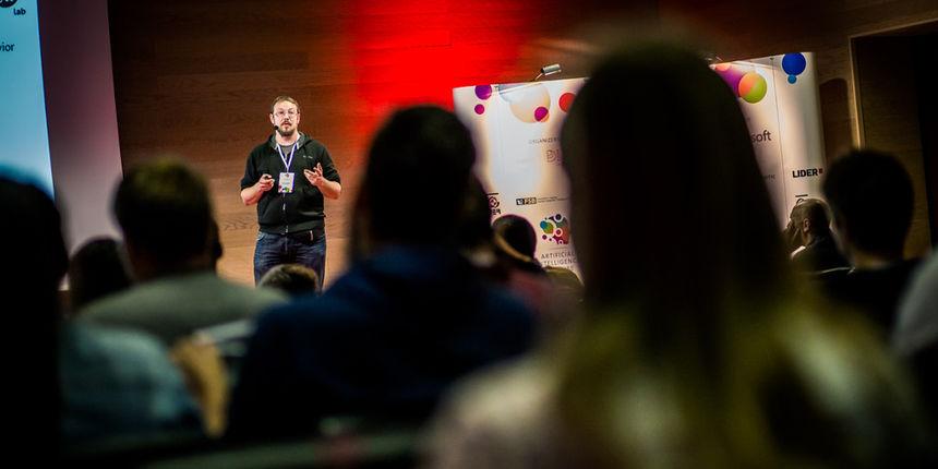 Članovi FOI-jevog Laba predstavili svoj projekt na konferenciji AI2Future