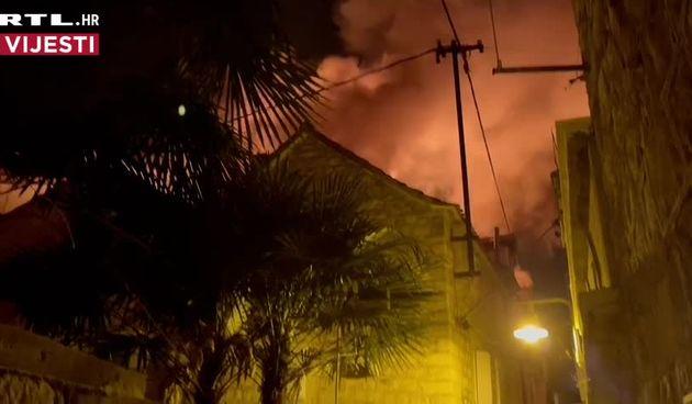 Požar u staroj jezgri Trogira (thumbnail)