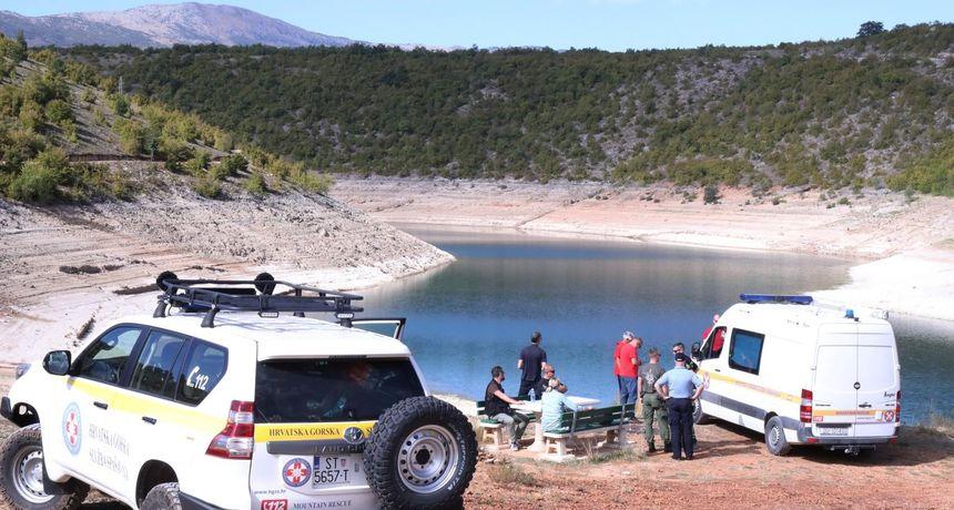 Policija potvrdila RTL-u: Mladić nestao u jezeru Peruća je pronađen blizu mjesta na kojem je išao preplivati jezero