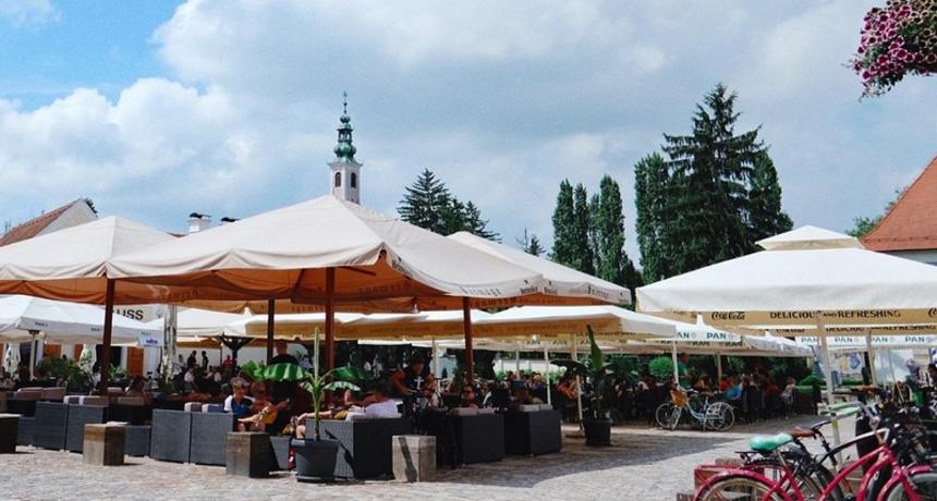 Od ponedjeljka kavu ćete moći popiti na terasi kafića, ali zabranjena je - glazba