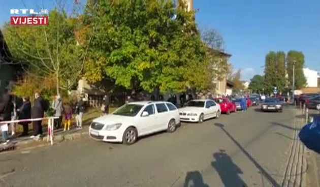 Gužve za testiranje ispred Vinogradske u Zagrebu ponovno se stvaraju   (thumbnail)