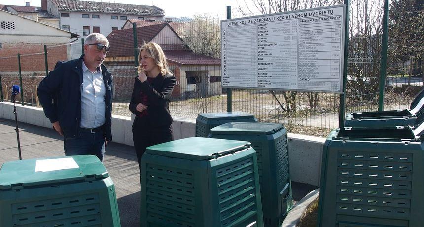Dugorešane koji žive u kućama od danas u Reciklažnom dvorištu čeka 350 kompostera, gradonačelnik Boljar: Ovo je još jedan korak prema čišćem i uređenijem gradu