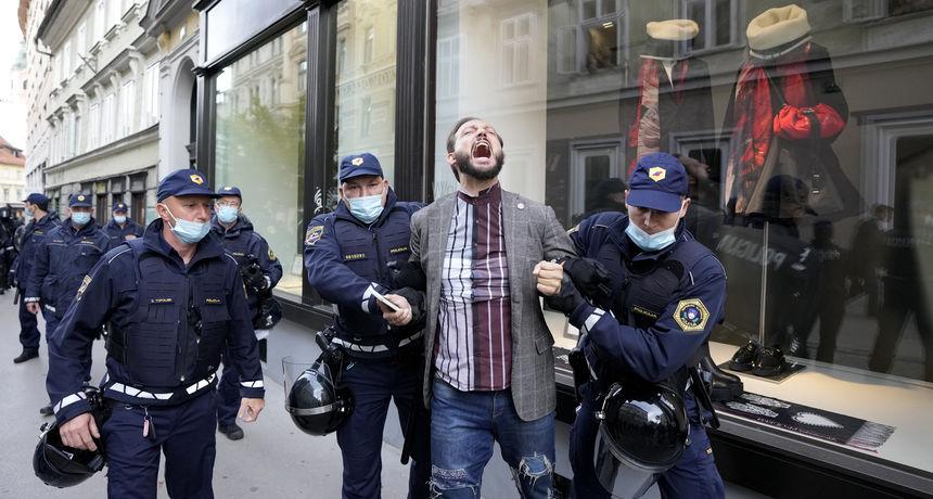 Ponovo prosvjedi zbog korona mjera u Ljubljani: Policija aktivirala vodene topove