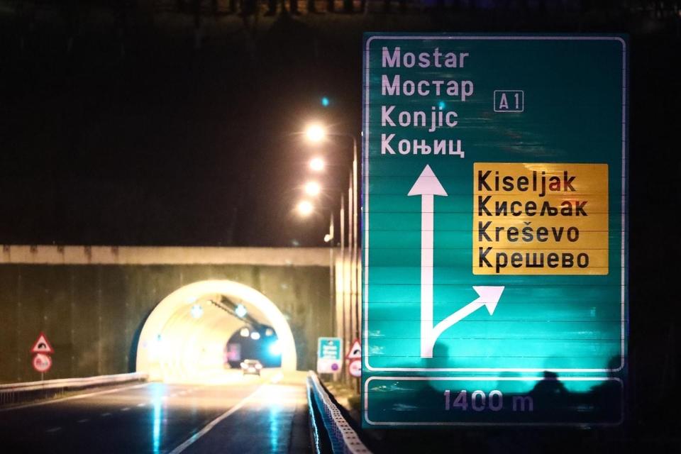 Stravična nesreća: U slijetanju BMW-a s autoceste poginula tri muškarca