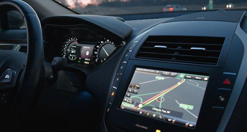 OPASNI INFOTAINMENT SUSTAVI Jedan od najvećih rizika za sigurnost vožnje