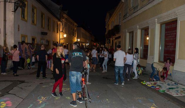 Mladi Karlovčani podijeljeni oko ostanka - plus su im događanja, priroda i mir, minus posao i stanovi, kino, mjesta za izlaske...