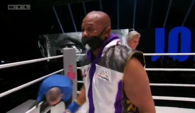 Dvije legende u jednom ringu! Pogledajte ulaske u ring Roya Jonesa Jr. i Mikea Tysona.  (thumbnail)