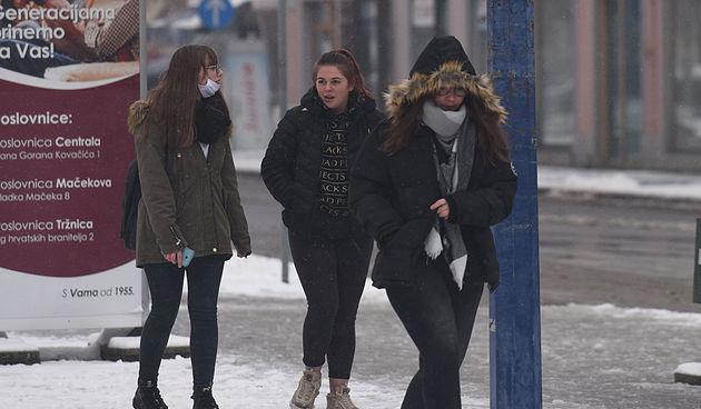 Karlovačkim (snježnim) ulicama 2. prosinca 2020.