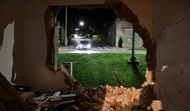 Nova Gradiška: Autom se zabio u obiteljsku kuću i poginuo