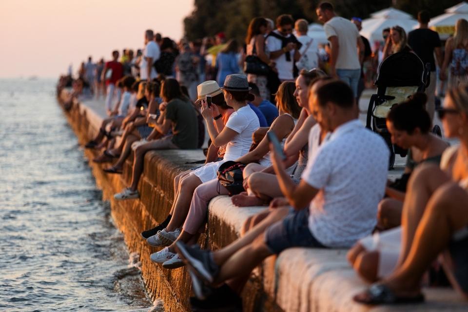 Bablje ljeto u Zadru: Riva je puna turista