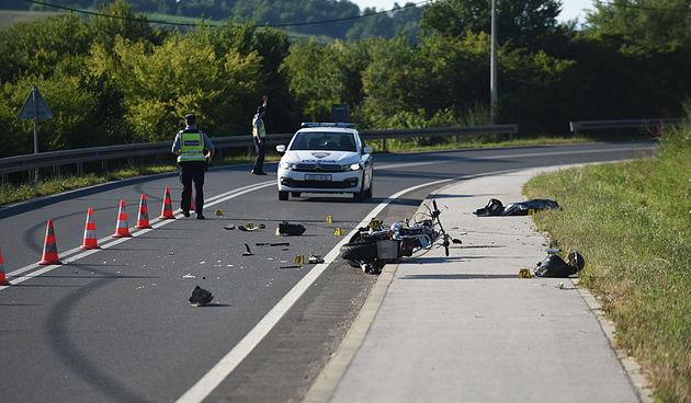 Na dionici između Žute Lokve i Otočca poginuo motociklist (44) iz Rijeke - udario u tegljač iz suprotnog smjera